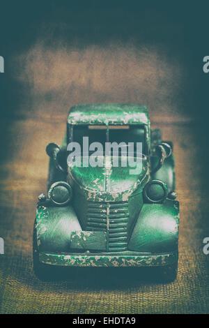 Grüne Spielzeug-LKW Stockbild