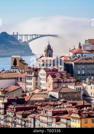 Blick Richtung Arrabida Brücke, Porto, Portugal Stockbild