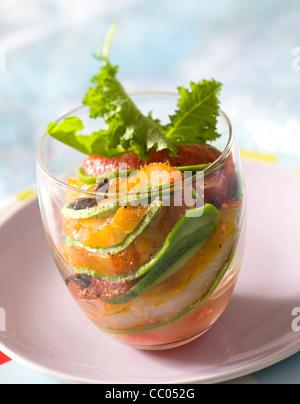 Salat von Avocado und geräucherter Schellfisch Stockbild