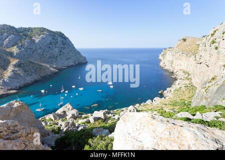 Cala Figuera de Formentor, Mallorca, Spanien - Segeln - Boote in der Bucht von Formentor Stockbild