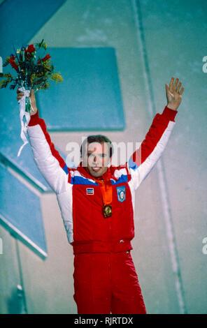Phil Mahre (USA) Goldmedaille der Slalom der Männer bei den Olympischen Winterspielen 1984. Stockbild