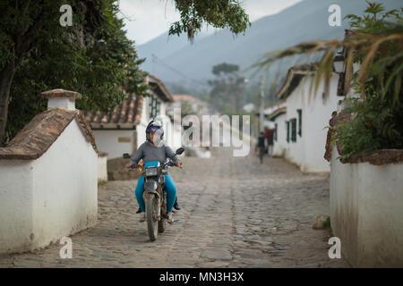 Mann auf einem Motorrad, Villa de Leyva, Boyacá, Kolumbien Stockbild