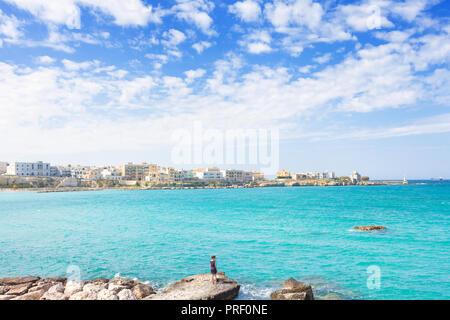 Otranto, Apulien, Italien - Genießen Sie Sommer und die Skyline von Otranto in Italien Stockbild