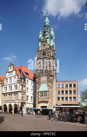 Straße Ludgeristrasse mit Stadt Haus Turm, Münster in Westfalen, Nordrhein-Westfalen, Deutschland, Europa ich Münster in Westfalen: Fussgaengerz Stockbild