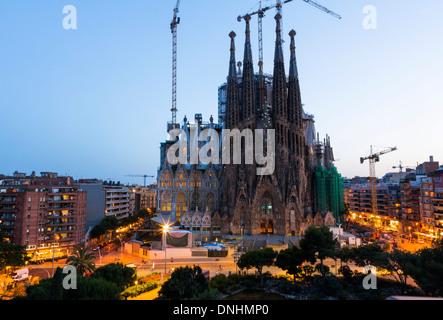 Kirche in einer Stadt, Sagrada Familia, Barcelona, Katalonien, Spanien Stockbild