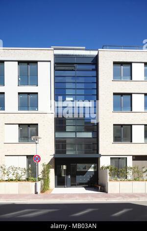 Modernes Apartmentgebäude, Oldenburg in Oldenburg, Niedersachsen, Deutschland, Europa Stockbild