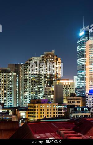 Ein Blick auf die Sydney Skyline bei Nacht. Stockbild