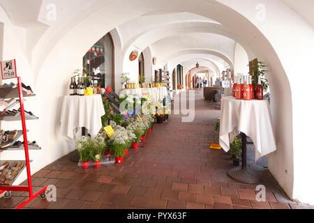 Historischen Arkaden auf dem Marienplatz, Altstadt, Wasserburg am Inn, Bayern, Deutschland, Europa ich historische Arkaden am Marienplatz, Altstadt, Wasserburg bin Stockbild
