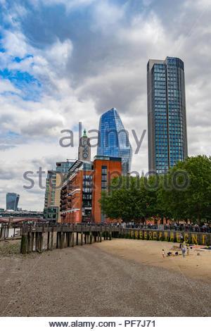 Ansicht der Stadt von London aus der Southbank mit Glas Gebäude Stockbild