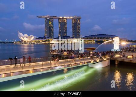 Marina Bay, Merlion, Marina Bay Sands Hotel, Pier, Singapur, Singapur, Southest Asien, travelstock44 Stockbild