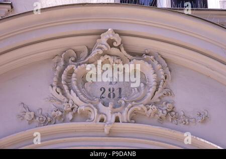 Augsburg, Bayern, Deutschland - Detail der historischen Haus Portal der Philippine Welser Straße 20. Stockbild