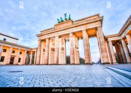 Sonnenaufgang am Brandenburger Tor in Berlin, Deutschland. Stockbild