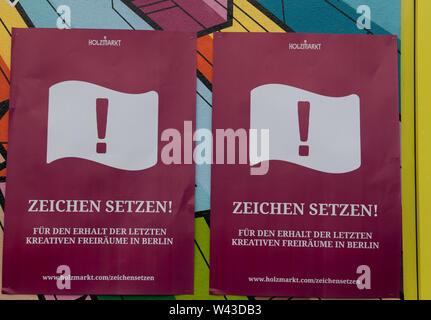 """Berlin, Deutschland. 19 Juli, 2019. """"Den Ton"""" ist auf den Plakaten während einer Demonstration am Holz Markt. Die Rallye ist gegen Reglementierung durch den Bezirk geleitet. Credit: Paul Zinken/dpa/Alamy leben Nachrichten Stockbild"""