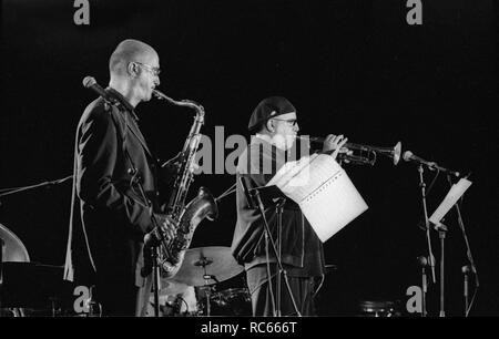 Randy Brecker und Michael Brecker (Saxophon), Brecon Jazz Festival, Brecon, Wales, August 2001. Stockbild