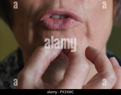 Berlin, Germany. 17th Oct, 2018. ILLUSTRATION - In the speech therapy practice Heidrun Otto, sounds are formed with the mouth during a stuttering therapy. (Gestellte Aufnahme) Credit: Jens Kalaene/dpa-Zentralbild/dpa/Alamy Live News Stockbild