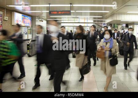 Bahnhof Shimbashi, Tokio, Japan Stockbild