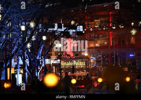 Berlin, Deutschland. 14 Feb, 2019. 69. Berlinale - Berlinale Palast am Blauen Stunde Credit: Britta Pedersen/dpa/Alamy leben Nachrichten Stockbild