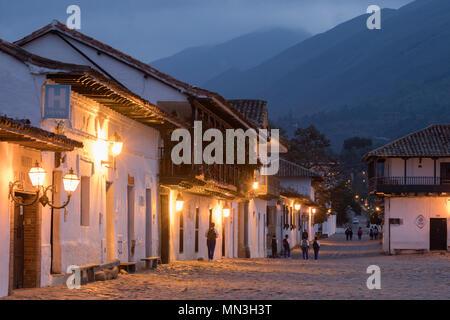 Plaza Mayor in der Morgendämmerung, Villa de Leyva, Boyacá, Kolumbien, Südamerika Stockbild