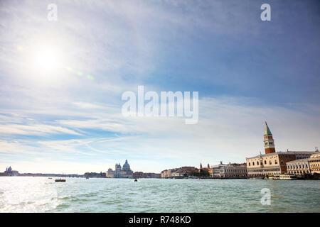 Sicht auf die Stadt von der Lagune, Venedig, Venetien, Italien Stockbild