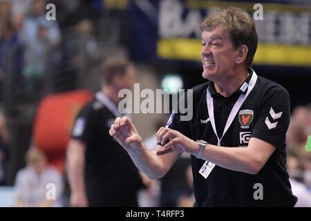 Berlin, Deutschland. 18 Apr, 2019. Handball: Bundesliga, Füchse Berlin - THW Kiel, den 27. Spieltag. Fox trainer Velimir Petkovic gestikulierte. Quelle: Jörg Carstensen/dpa/Alamy leben Nachrichten Stockbild