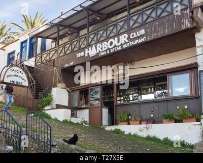 Der Hafen in der Altstadt von Kyrenia (Girne) Zypern hat eine gut geschützte Marina, unzählige Restaurants und einer beliebten Promenade Stockbild