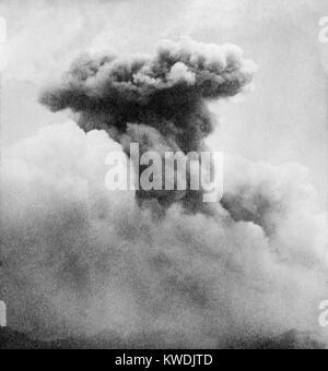 Pilz Rauchsäule von Mont Pelee, Martinique, französisches Territorium in der Karibik im Juni 1902. Der Stockbild