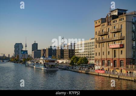 Am Fluss Spree, Hostal Boot, Zalando, Media Spree, Ebenen, East Side Gallery, Friedrichshain, Berlin Stockbild