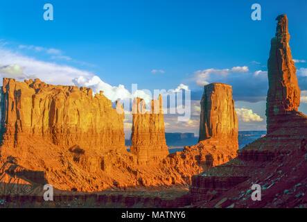 Türme der Monumnet Tal, Monumnet Valley Tribal Park, Utah Stagecoach, Bär, Hase, Schloss, König auf Thron Stockbild