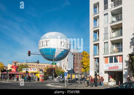 Der Air Service Berlin Hi-Flyer-Helium-Ballon, die Touristen bis zu 150 Meter hoch für Ansichten über Stockbild