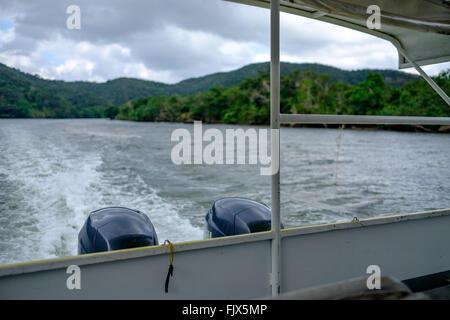 Bild des Bootes auf See beschnitten Stockbild