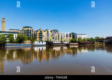 England, London, Hammersmith, Riverfront Skyline Stockbild