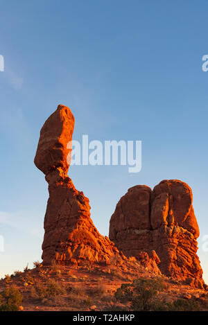 BALANCED ROCK, Arches NP, UT, USA Stockbild