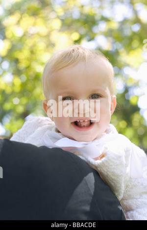 Ein kleines Mädchen Lachen, Porträt Stockbild