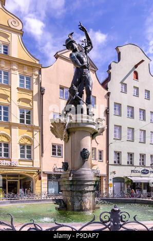 Augsburg, Bayern, Deutschland - Der Brunnen von Quecksilber auf die Maximilian Straße. Stockbild
