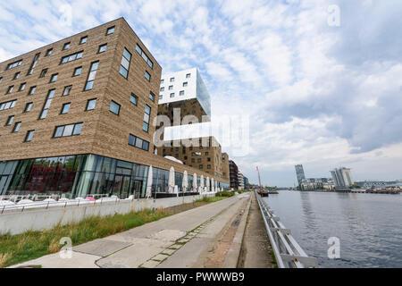 Berlin. Deutschland. Nhow Hotel, Osthafen (Osthafen) mit Blick auf die Spree. Tchoban Voss Architekten, 2010. Stockbild