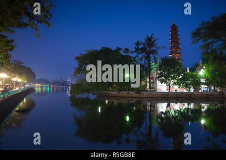 Tran Quoc Pagode, West Lake (Ho Tay), Hanoi, Vietnam Stockbild