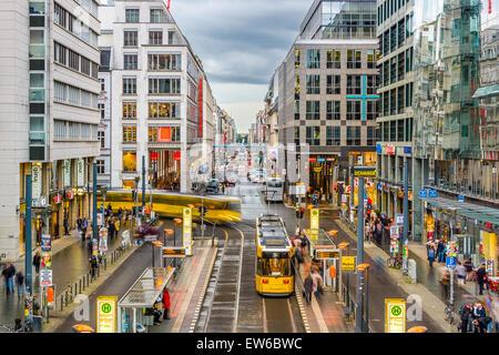 Friedrichstraße Einkaufsstraße in Berlin, Deutschland. Stockbild