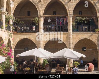 Die Büyük Han im türkischen Teil von Nikosia Zypern, einem historischen Gebäude mit Geschäften und Restaurants zieht Touristen und Einheimischen Stockbild