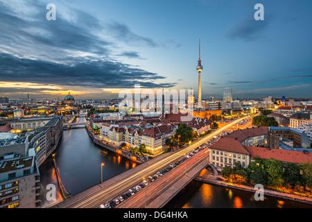 Berlin, Deutschland von oben der Spree gesehen. Stockbild
