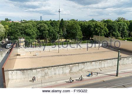 Die Gedenkstätte Berliner Mauer-Gedenkmünze Stück der Mauer an der Bernauer Straße, Berlin, Stockbild