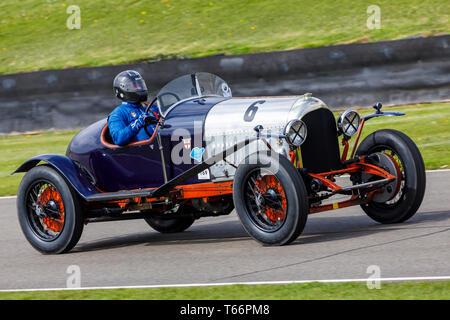 1924 Bentley 4,5 Liter mit Fahrer Nick Jarvis während der John Duff Trophy Rennen in der 77. Goodwood Mitgliederversammlung, Sussex, UK. Stockbild