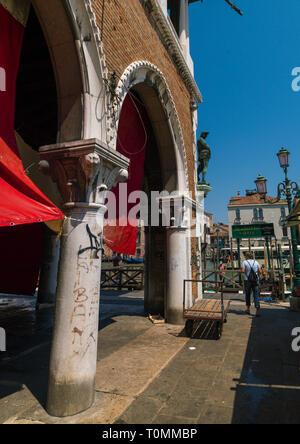 Die Loggia der Fischmarkt in Rialto, Region Veneto, Venedig, Italien Stockbild