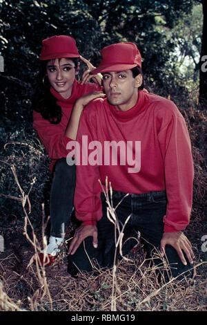 Raveena Tandon und Salman Khan auf Gras, Indien, Asien Stockbild