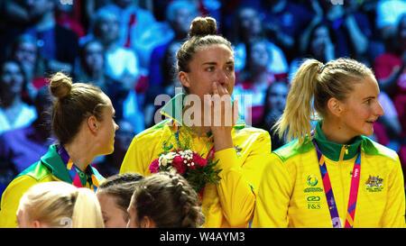 Australische Spieler schreien während der Siegerehrung nach dem Finale zwischen Australien und Neuseeland, bei Tag 10 der Vitalität Netball Wm 2019, bei der die M&S-Bank Arena, Liverpool, England. Neuseeland Schlag Australien: 52-51 Stockbild