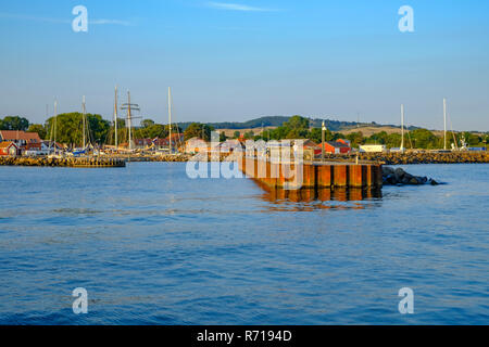 Hafeneinfahrt von Klinholm Havn, Moen Island, Dänemark, Skandinavien, Europa. Stockbild