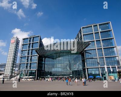 Außenansicht des modernen neuen Hauptbahnhof oder Central Bahnhof in Berlin Deutschland Stockbild
