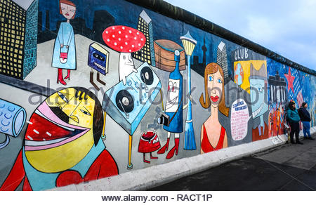 BERLIN - Graffiti an der East Side Gallery Stockbild