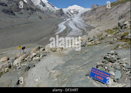 Österreich/Nationalpark Hohe Tauern - Auswirkungen des Klimawandels: Gletscher schmelzen. Tafel, die mit dem Rückzug der Gletscher. Stockbild