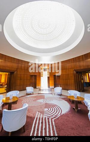 England, London, Greenwich Eltham Palace, das Art Deco ehemaliges Haus der Millionäre Stephen und Virginia Courtauld, Innenansicht der Eingangshalle Stockbild