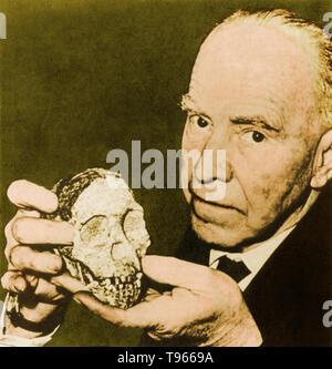 Raymond Arthur Dart (4. Februar 1893 - 22. November 1988) war ein australischer Anatom und Anthropologe. 1924, Dart entdeckt die erste Australopithecus africanus Fossil, eine ausgestorbene Homininen eng mit Menschen verwandt. Stockbild